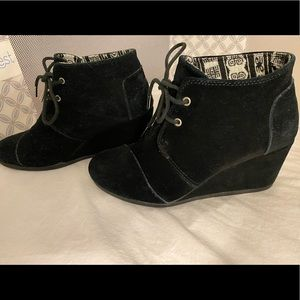 Tom's suede booties - black size 6.5